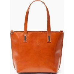 Skórzana Torebka Camel la pelle facciale. Brązowe torebki klasyczne damskie Vera Pelle, z aplikacjami, ze skóry, duże, z aplikacjami. Za 329,00 zł.