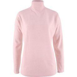 Sweter z polaru oversize bonprix pastelowy jasnoróżowy melanż. Czerwone golfy damskie bonprix, z polaru. Za 24,99 zł.