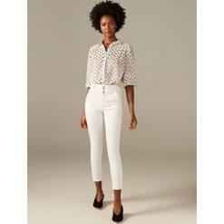 Spodnie damskie: Jeansy z wysokim stanem - Biały