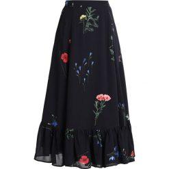 IVY & OAK WRAP SKIRT VOLANT Spódnica z zakładką black. Czarne spódniczki trapezowe IVY & OAK, z materiału. W wyprzedaży za 471,20 zł.