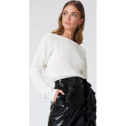 Swetry klasyczne damskie: NA-KD Sweter z dzianiny z dekoltem V – White