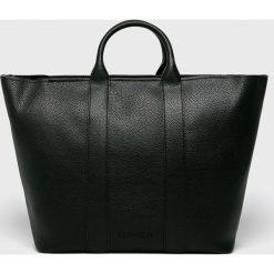 Calvin Klein - Torebka. Czarne torebki klasyczne damskie Calvin Klein, w paski, ze skóry ekologicznej, duże. Za 749,90 zł.
