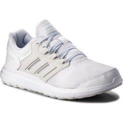 Buty adidas - Galaxy 4 B43832 Ftwwht/Greone/Aerblu. Białe buty do biegania damskie Adidas, z materiału. W wyprzedaży za 179,00 zł.