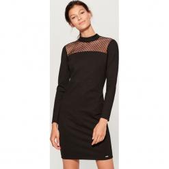 Sukienka z transparentną wstawką - Czarny. Czarne sukienki z falbanami Mohito, l. Za 99,99 zł.
