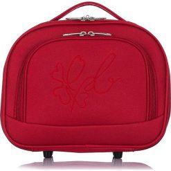 """Kosmetyczka """"Anna"""" w kolorze czerwonym - 34 x 28 x 12 cm. Czerwone kosmetyczki damskie Les P'tites Bombes, z tworzywa sztucznego. W wyprzedaży za 65,95 zł."""