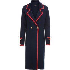 Płaszcz dzianinowy bonprix ciemnoniebiesko-czerwony. Niebieskie płaszcze damskie bonprix, z dzianiny, militarne. Za 189,99 zł.