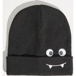 Czapka typu beanie - Czarny. Czarne czapki zimowe damskie marki Sinsay. Za 19,99 zł.