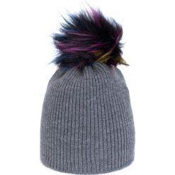Czapka damska  Kolorowy akcent grafitowa. Czarne czapki zimowe damskie marki BIG STAR, z gumy. Za 32,73 zł.