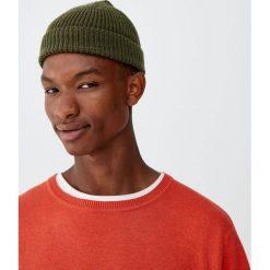 Sweter basic z okrągłym dekoltem. Czerwone swetry klasyczne męskie Pull&Bear, m, z okrągłym kołnierzem. Za 69,90 zł.