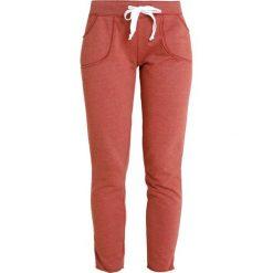 Juvia PLAIN JOGGER Spodnie treningowe brick. Czerwone bryczesy damskie Juvia, m, z bawełny. Za 539,00 zł.