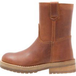 Hip Śniegowce cognac. Brązowe buty zimowe damskie marki Hip. W wyprzedaży za 324,35 zł.