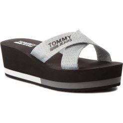Chodaki damskie: Klapki TOMMY JEANS - Sporty Mid Beach Sandal EN0EN00068 Silver 000