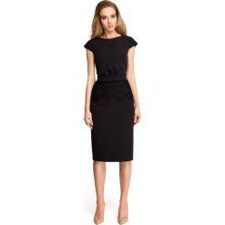 Sukienki hiszpanki: Sukienka ołówkowa z marszczeniem przy pasku i koronką -czarna