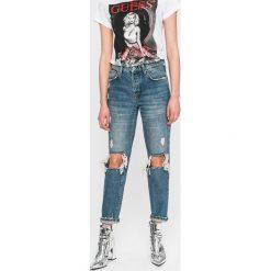 Guess Jeans - Jeansy Emilee. Niebieskie boyfriendy damskie Guess Jeans. W wyprzedaży za 299,90 zł.