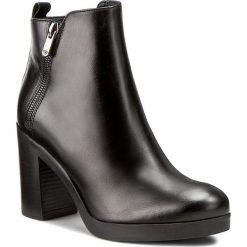 Botki WOJAS - 6599-51 Czarny. Czarne buty zimowe damskie Wojas, ze skóry, na obcasie. W wyprzedaży za 279,00 zł.