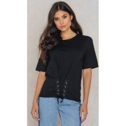 Rut&Circle T-shirt Elina Waist - Black. Zielone t-shirty damskie marki Rut&Circle, z dzianiny, z okrągłym kołnierzem. W wyprzedaży za 41,98 zł.