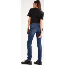 GStar MIDGE CODY MID SKINNY  Jeansy Slim fit trone stretch denim. Niebieskie rurki damskie G-Star. W wyprzedaży za 411,75 zł.