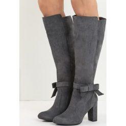 Ciemnoszare Kozaki I Show You. Szare buty zimowe damskie marki Born2be, z okrągłym noskiem, na wysokim obcasie, na obcasie. Za 149,99 zł.