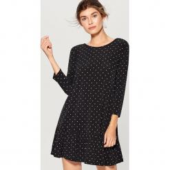 Sukienka z głębokim wycięciem - Czarny. Czarne sukienki z falbanami marki Mohito, l. Za 119,99 zł.