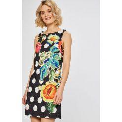 Desigual - Sukienka Fiorato. Szare sukienki mini Desigual, na co dzień, z elastanu, casualowe, z okrągłym kołnierzem, na ramiączkach, dopasowane. W wyprzedaży za 299,90 zł.