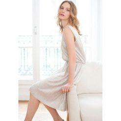 Sukienki hiszpanki: Błyszcząca sukienka