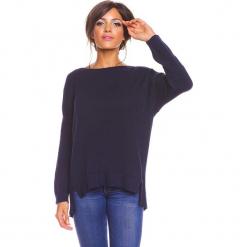 """Sweter """"Louina"""" w kolorze granatowym. Niebieskie swetry klasyczne damskie marki So Cachemire, s, z kaszmiru, z dekoltem w łódkę. W wyprzedaży za 173,95 zł."""
