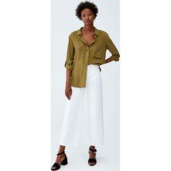 Koszula basic z rękawem 3/4. Zielone koszule damskie Pull&Bear, z długim rękawem. Za 59,90 zł.