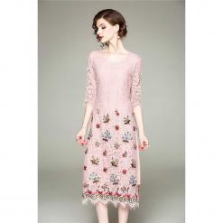 Sukienka w kolorze różowym. Czerwone sukienki na komunię marki Zeraco, z dekoltem na plecach, midi, proste. W wyprzedaży za 349,95 zł.