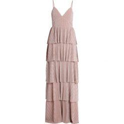 Forever Unique Długa sukienka pink. Czerwone długie sukienki Forever Unique, z materiału, z długim rękawem. Za 609,00 zł.