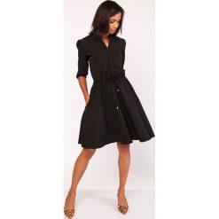 Czarna Sukienka ze Stójką z Rozkloszowanym Dołem. Czerwone sukienki balowe marki Molly.pl, l, z jeansu, z dekoltem na plecach, z długim rękawem. Za 169,90 zł.