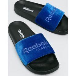 Reebok Classic - Klapki. Niebieskie klapki męskie Reebok Classic, z gumy. W wyprzedaży za 99,90 zł.