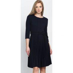 Granatowa Sukienka Pleated Belted. Niebieskie sukienki marki Born2be, s, midi. Za 99,99 zł.