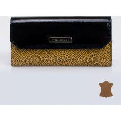 Portfele damskie: Lakierowany portfel z wzorkiem