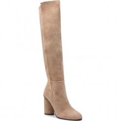 Kozaki STUART WEITZMAN - Eloise 95 YL96245 Brownstone Suede. Brązowe buty zimowe damskie marki Stuart Weitzman, z materiału, na obcasie. Za 3309,00 zł.