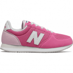 New Balance KL220BEY. Fioletowe buty sportowe dziewczęce marki New Balance, na lato, z materiału. W wyprzedaży za 169,99 zł.