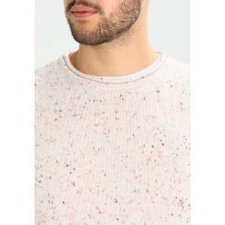 Swetry klasyczne męskie: RVLT Sweter white