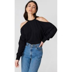 Bluzy damskie: NA-KD Bluza sportowa z odkrytymi ramionami - Black