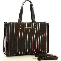 MONNARI Miejski kuferek w paski czarny. Czarne kuferki damskie marki Monnari, w kolorowe wzory, ze skóry ekologicznej, na ramię, z kolorowym paskiem. Za 169,00 zł.