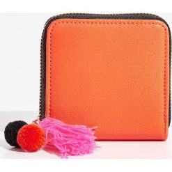 Portfele damskie: Portfel z pomponami – Pomarańczo