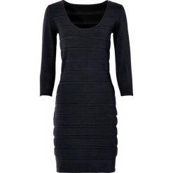 Sukienka dzianinowa bonprix czarny. Czarne sukienki dzianinowe bonprix, z okrągłym kołnierzem. Za 119,99 zł.