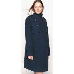 Płaszcze damskie pastelowe: Płaszcz ciążowy w stylu oficerskim