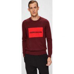 Calvin Klein Jeans - Sweter. Brązowe swetry klasyczne męskie marki Calvin Klein Jeans, l, z aplikacjami, z bawełny, z okrągłym kołnierzem. Za 399,90 zł.