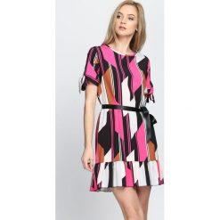 Fuksjowa Sukienka Colors It s On. Szare sukienki letnie marki Born2be, s, mini. Za 69,99 zł.