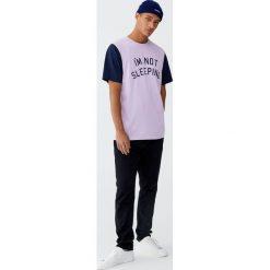 Czarne jeansy slim fit comfort. Czarne jeansy męskie relaxed fit Pull&Bear. Za 89,90 zł.