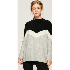 Sweter w bloki kolorów - Czarny. Czarne swetry klasyczne damskie Sinsay, l. Za 69,99 zł.