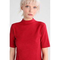 Tommy Jeans BASIC FIT FLARE DRESS Sukienka letnia persian red. Czerwone sukienki letnie marki Tommy Jeans, xl, z elastanu. W wyprzedaży za 359,20 zł.