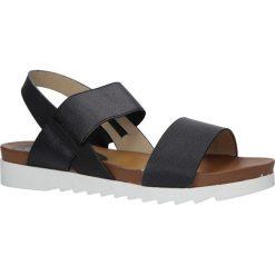 Czarne wsuwane sandały z gumą na białej podeszwie typu shark Casu B18X6. Białe sandały damskie Casu, z gumy. Za 39,99 zł.