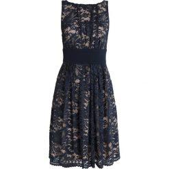 Swing Sukienka koktajlowa marine/nude. Niebieskie sukienki koktajlowe marki Swing, z materiału. Za 549,00 zł.