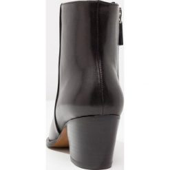 Botki damskie lity: Whistles STUDDED Ankle boot black
