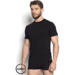 T-shirt męski HENDERSON Grade Bamboo 99. Czarne t-shirty męskie Astratex, m, z tkaniny, z okrągłym kołnierzem. Za 62,99 zł.